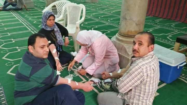 بالصور: مسلمون يتبرعون بالدم لمصابي تفجير كنيسة طنطا
