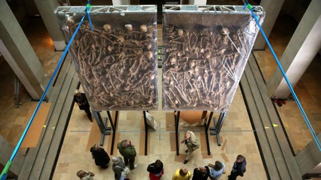 توثق لمقابر جماعية لضحايا الثلاثين عاما